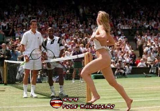 Dezbracata Pe Terenul De Tenis 2020