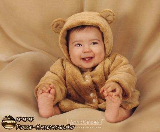 bebe poze haioase cu bebelusi imagini haioase. Black Bedroom Furniture Sets. Home Design Ideas
